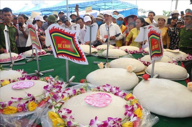 Sôi nổi Lễ hội Bánh chưng - Bánh giầy ở vùng biển Sầm Sơn
