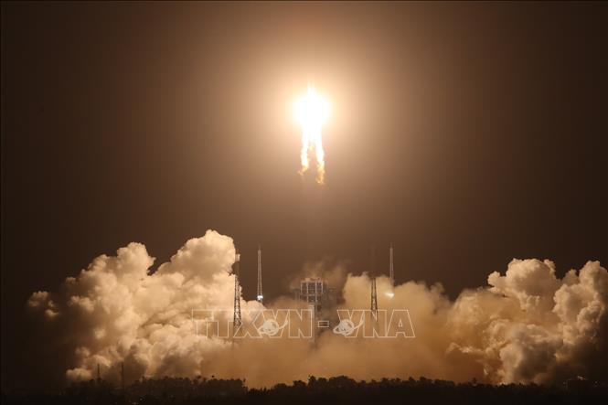 Tàu vũ trụ Hằng Nga 5 của Trung Quốc hạ cánh thành công xuống Mặt Trăng