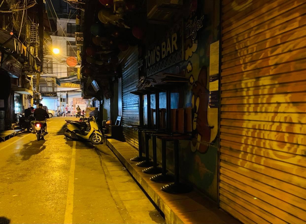 Quán karaoke, vũ trường, quán bar Thủ đô tạm dừng hoạt động từ 0h ngày 1/2