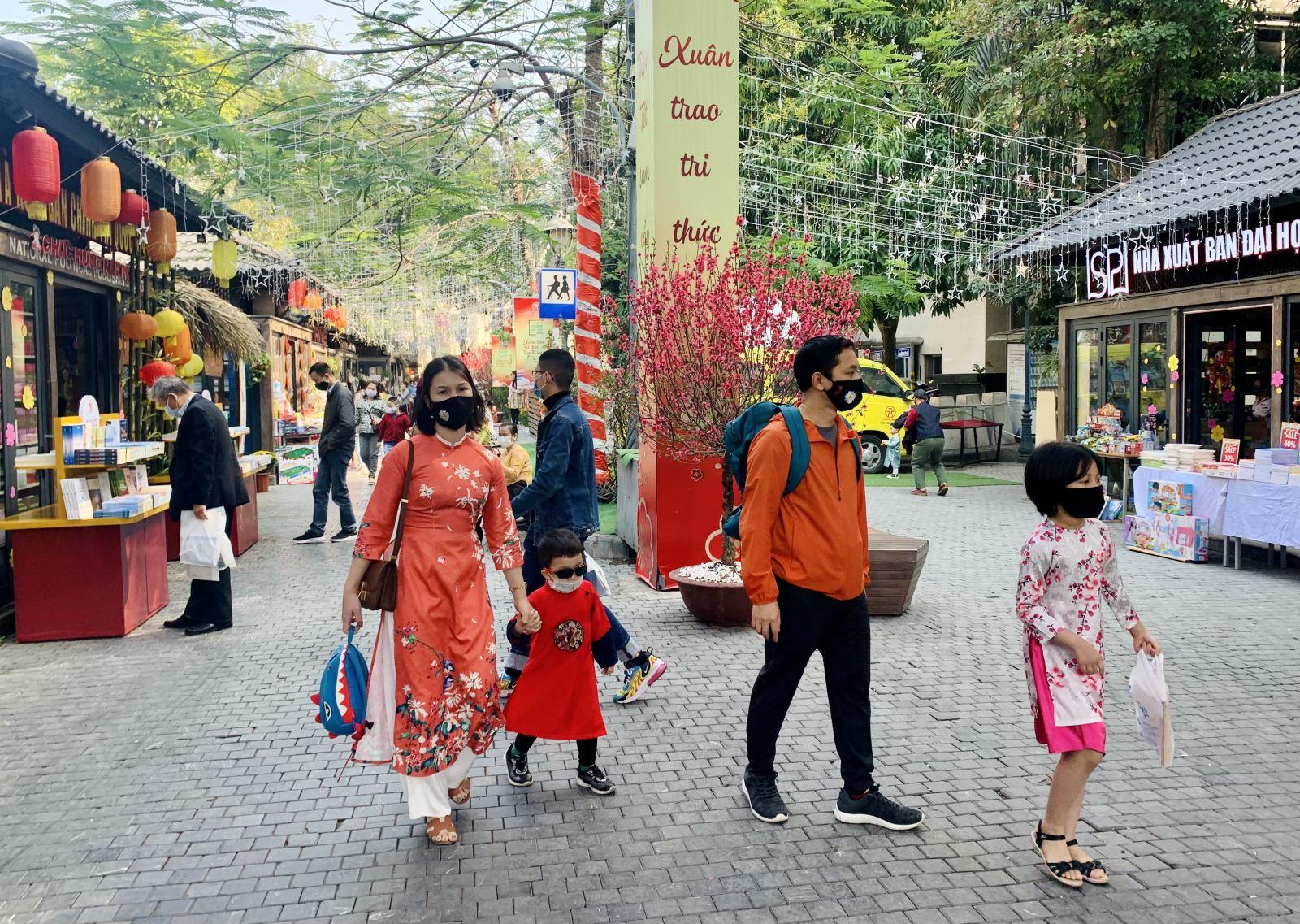 Phố sách 2021 Hà Nội: Xuân trao tri thức, trọn Tết sum vầy