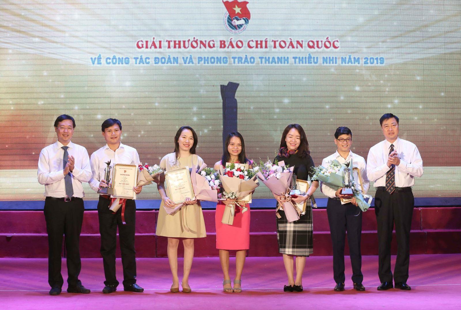 Phóng viên báo Tin tức giành giải Ba, Giải báo chí toàn quốc về công tác Đoàn