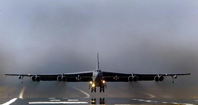 'Pháo đài bay B-52' xuất hiện trên Biển Đông trước thềm cuộc gặp Bộ trưởng Quốc phòng Mỹ-Trung