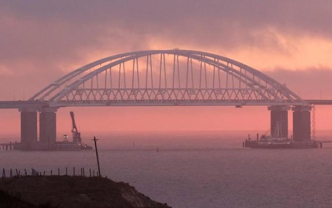 Cây cầu bắc qua eo Kerch. Ảnh: REUTERS