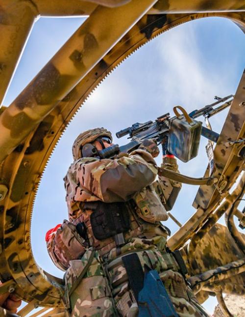 """Tình huống """"sa mạc"""": Trong tình huống giả định này, giao tranh xảy ra ở sa mạc Sahara vào đầu thập niên 90 của thế kỷ trước. Lực lượng đặc nhiệm phải vượt qua vòng phòng thủ của khủng bố và tiêu diệt hết quân số của chúng đang trú ngụ."""
