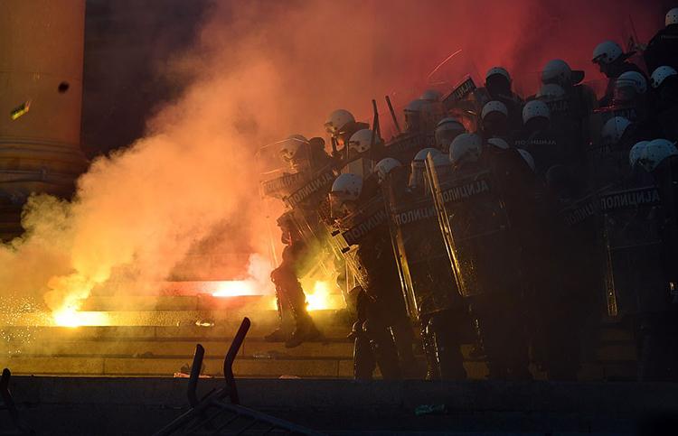 Thủ đô Serbia đêm thứ 2 ''rực lửa'' vì biểu tình, chính quyền cáo buộc âm mưu nội chiến