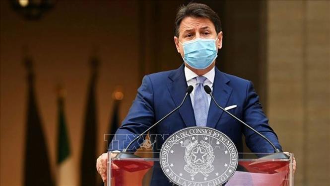 Thủ tướng Italy thông báo với nội các quyết định từ chức